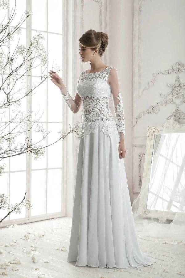 Прямое свадебное платье с полупрозрачным корсетом из кружева и изящным шлейфом.