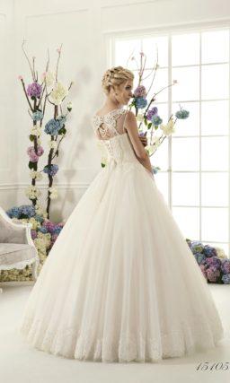 Бальное свадебное платье с бисерной отделкой изящного верха и пышной многослойной юбкой.