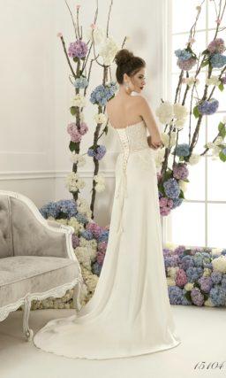 Прямое свадебное платье с элегантной юбкой и кружевом на открытом корсете с лифом-сердцем.