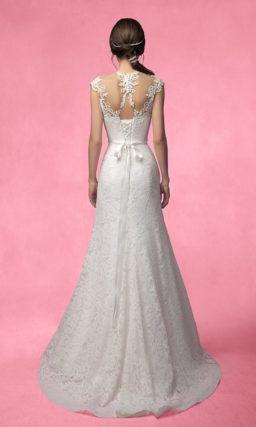 Свадебное платье «принцесса» с кружевным декором лифа и соблазнительной спинкой.
