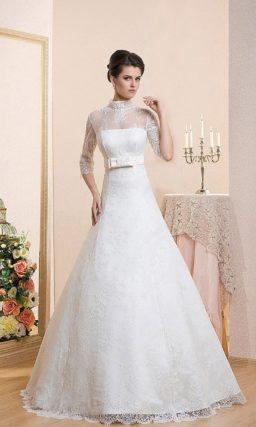 Закрытое свадебное платье «принцесса» с воротником-стойкой и тонкими рукавами до локтя.