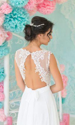 Нежное свадебное платье «колонна» с открытой спинкой и прозрачным лифом с кружевным декором.