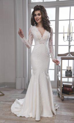 Облегающее свадебное платье «рыбка» с потрясающим V-образным вырезом и длинным рукавом.