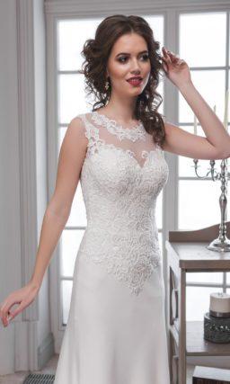 Прямое свадебное платье с атласной юбкой и небольшим вырезом «замочная скважина» сзади.