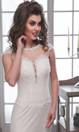 Стильное свадебное платье с полупрозрачной вставкой на спинке и длинным многослойным шлейфом.
