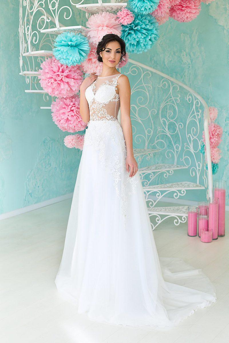 Соблазнительное свадебное платье с прозрачным верхом, оформленным роскошными аппликациями.