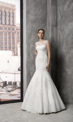 Закрытое свадебное платье с кружевным декором от лифа с вырезом под горло и до низа юбки «русалка».