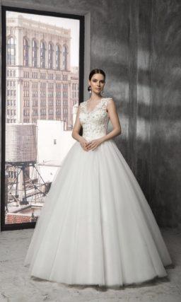 Шикарное свадебное платье с открытой спинкой и фактурным декором по всему корсету.