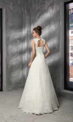 Кружевное свадебное платье с фигурными бретелями на соблазнительном лифе и атласным поясом.