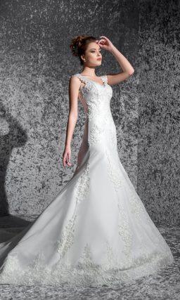 Кружевное свадебное платье «рыбка» с широкими фигурными бретельками над лифом в форме сердца.