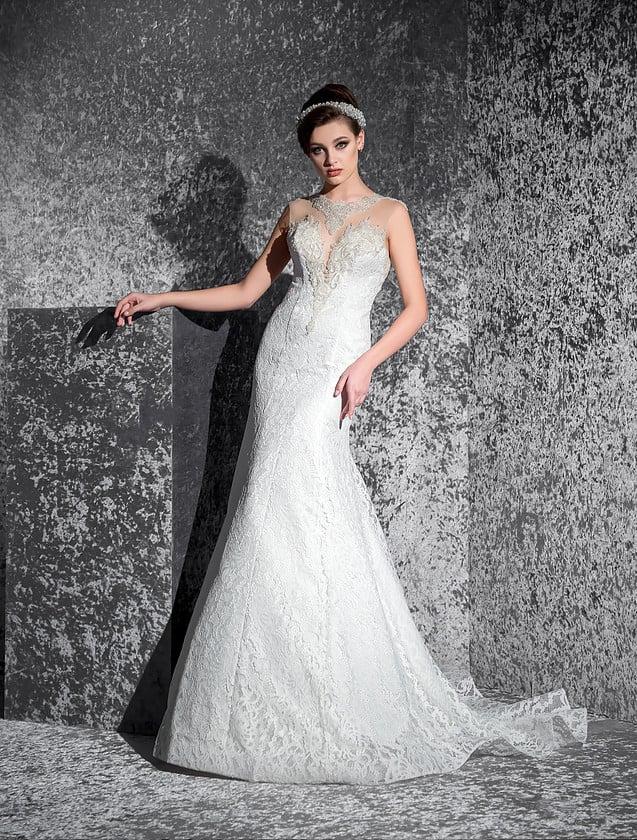 Элегантное свадебное платье «рыбка» с прозрачной спинкой и фактурными аппликациями на лифе.