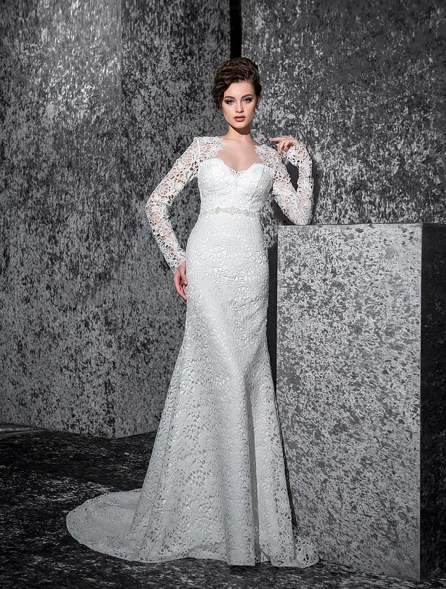 Кружевное свадебное платье «рыбка» с атласной подкладкой и элегантными рукавами.