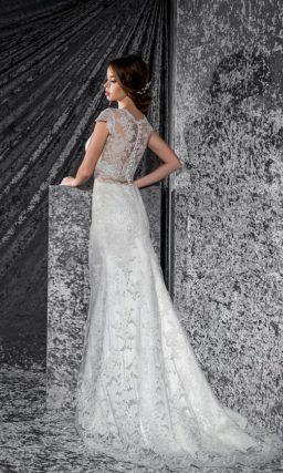Стильное свадебное платье «рыбка» с укороченным лифом, декорированным кружевом.