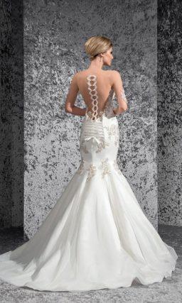 Облегающее свадебное платье «рыбка» с потрясающей серебристой вышивкой и притягательным лифом.