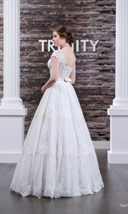 Свадебное платье с воздушным низом и кружевным полупрозрачным корсетом с широкими бретелями.