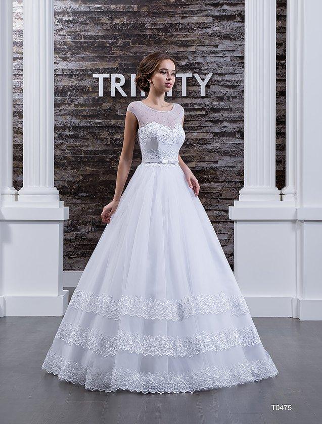 Нежное свадебное платье «трапеция» с кружевной отделкой горизонтальными полосами по подолу.