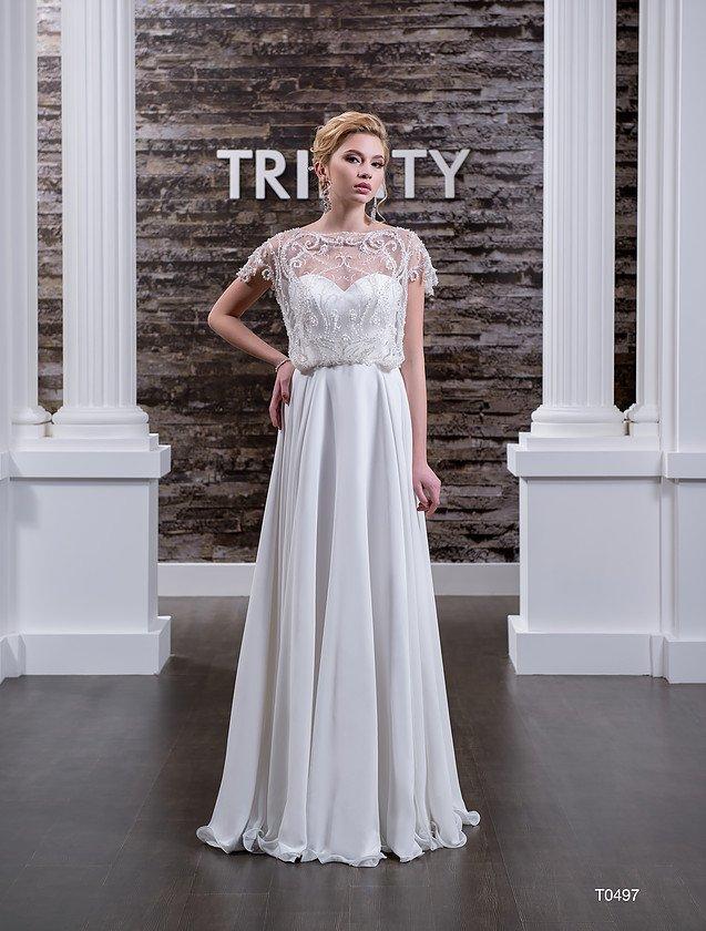Оригинальное свадебное платье прямого кроя с бисерной вышивкой по лифу с короткими рукавами.