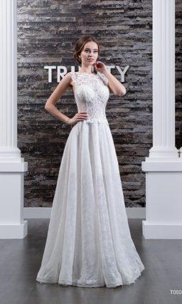 Прямое свадебное платье с кружевной юбкой и фактурной отделкой закрытого корсета.