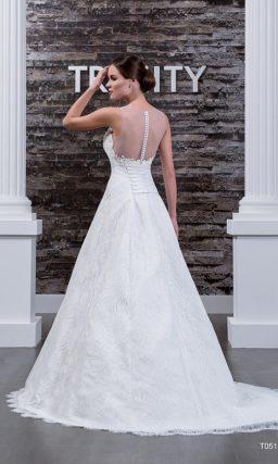 Свадебное платье «принцесса» с кружевной отделкой и фигурным краем выреза.