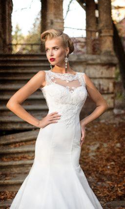 Свадебное платье «рыбка» с элегантной открытой спинкой и кружевным фигурным вырезом.