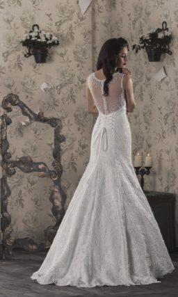 Свадебное платье «русалка» с кружевной спинкой и закрытым лифом с вырезом под горло.
