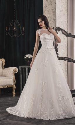 Стильное свадебное платье «принцесса» с атласным корсетом и полупрозрачной вставкой над декольте.