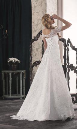 Романтичное свадебное платье «принцесса» с короткими кружевными рукавами и вышивкой на поясе.