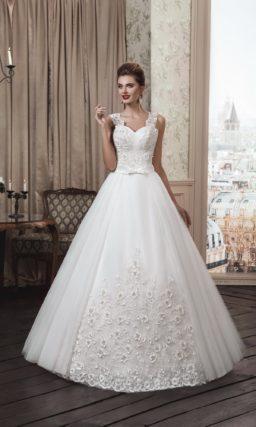 Стильное свадебное платье «принцесса» с объемным декором низа подола и широкими бретелями.