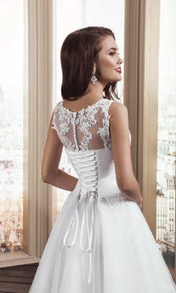 Свадебное платье «принцесса» с фактурным корсетом классического кроя и тонкой вставкой над лифом.