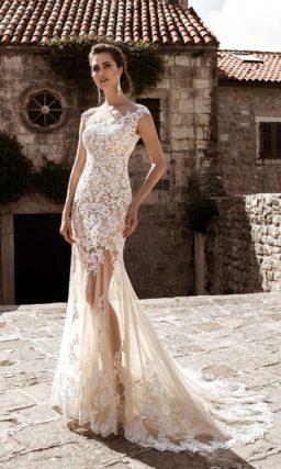 Бежевое свадебное платье-трансформер с пышной верхней юбкой и изящным закрытым лифом.