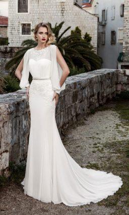 Драматичное свадебное платье с необычными рукавами из шифона и стильным узким поясом.