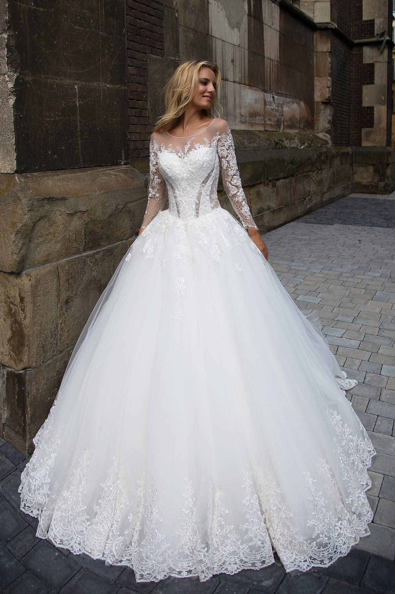 Свадебные платья-муха