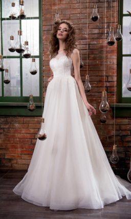Нежное свадебное платье «принцесса» с деликатным кружевным оформлением корсета.