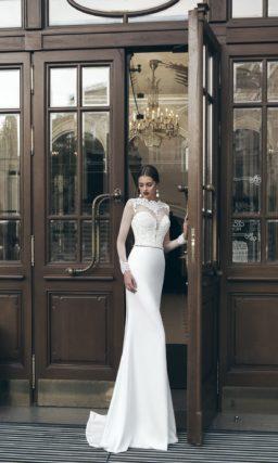 Свадебное платье-трансформер с длинными рукавами из тонкой ткани и пышной верхней юбкой.