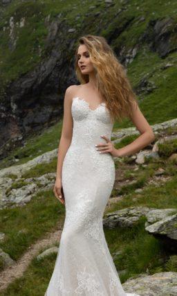 Кружевное свадебное платье «русалка» с соблазнительным открытым лифом в форме сердечка.