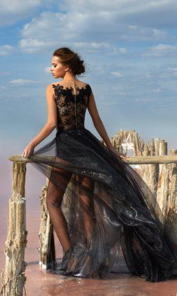 Черное вечернее платье с прозрачной юбкой и кружевным корсетом.
