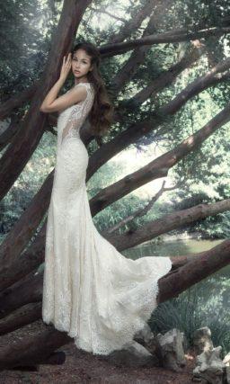 Кружевное свадебное платье «русалка» с полупрозрачными вставками.
