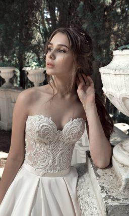 Очаровательное свадебное платье «принцесса» с бежевым верхом с кружевом.