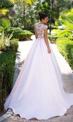 Вечернее платье розового цвета с эффектной юбкой А-силуэта.