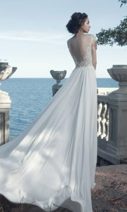 Женственное свадебное платье с кружевным корсетом и открытой спинкой.