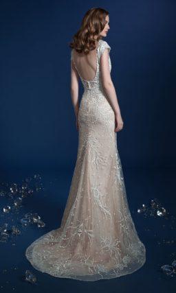 Бежевое свадебное платье-трансформер с кружевным декором и верхней юбкой.