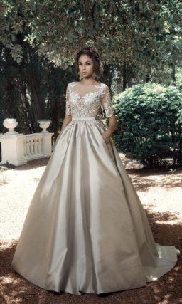 Глянцевое свадебное платье с пышной юбкой и кружевным верхом.