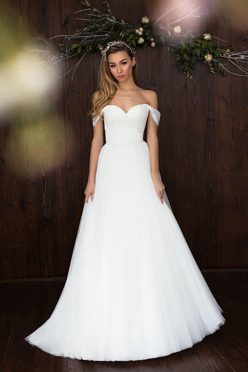 Свадебное платье «принцесса» с лифом в форме сердца и спущенными бретелями.