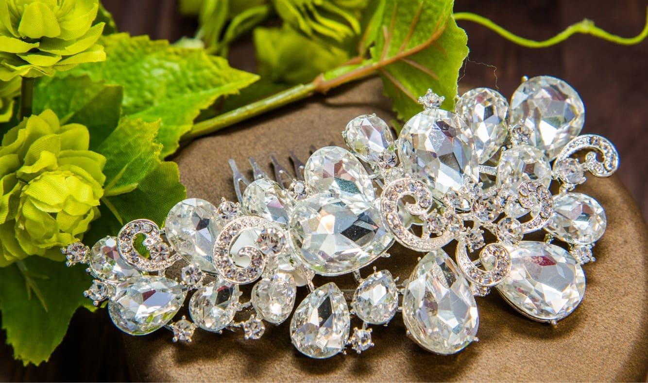 Роскошный свадебный гребень для прически невесты, покрытый кристаллами.