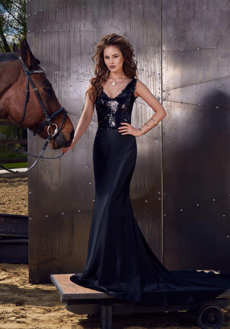 Вечернее платье «рыбка» с очаровательным лифом, полностью покрытым пайетками.