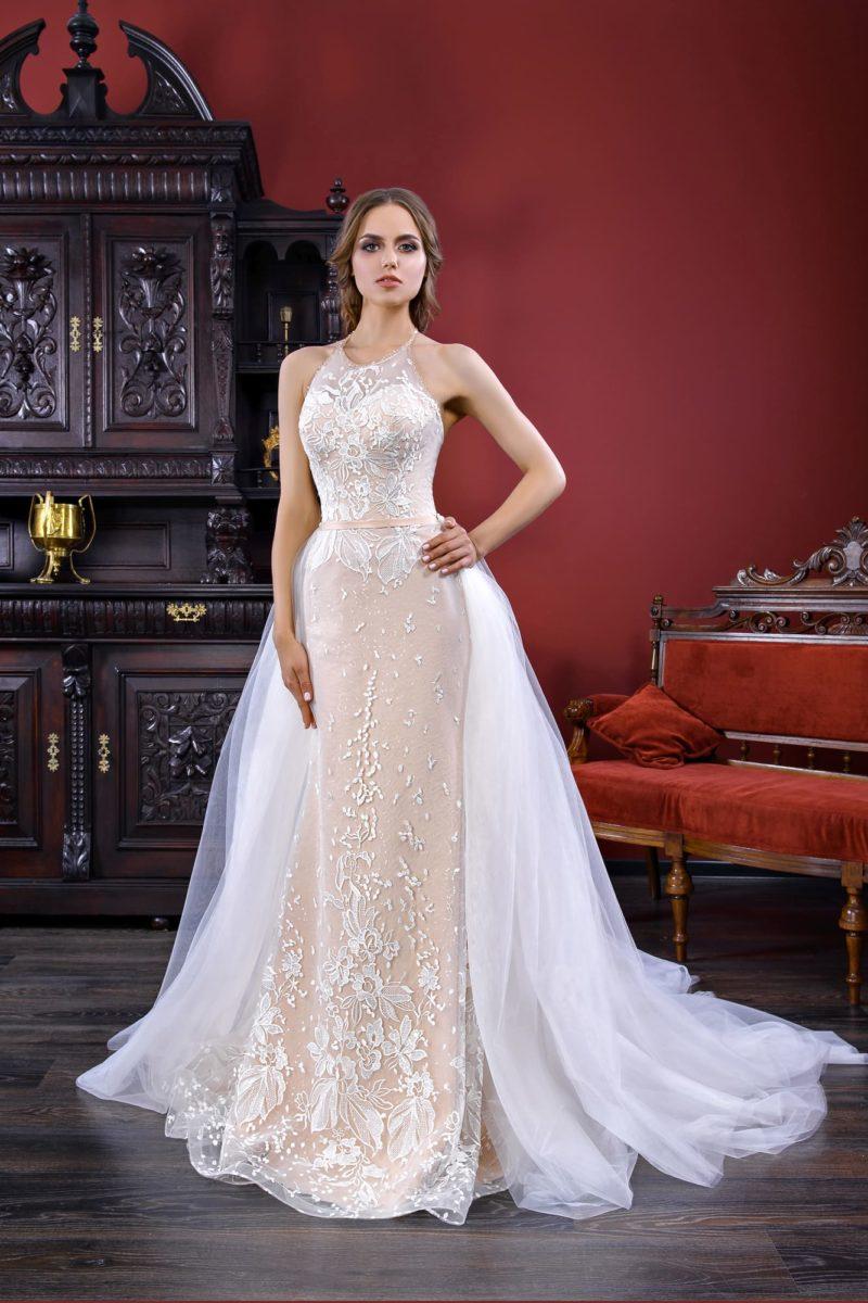 Стильное свадебное платье-трансформер на бежевой подкладке, с белой отделкой.