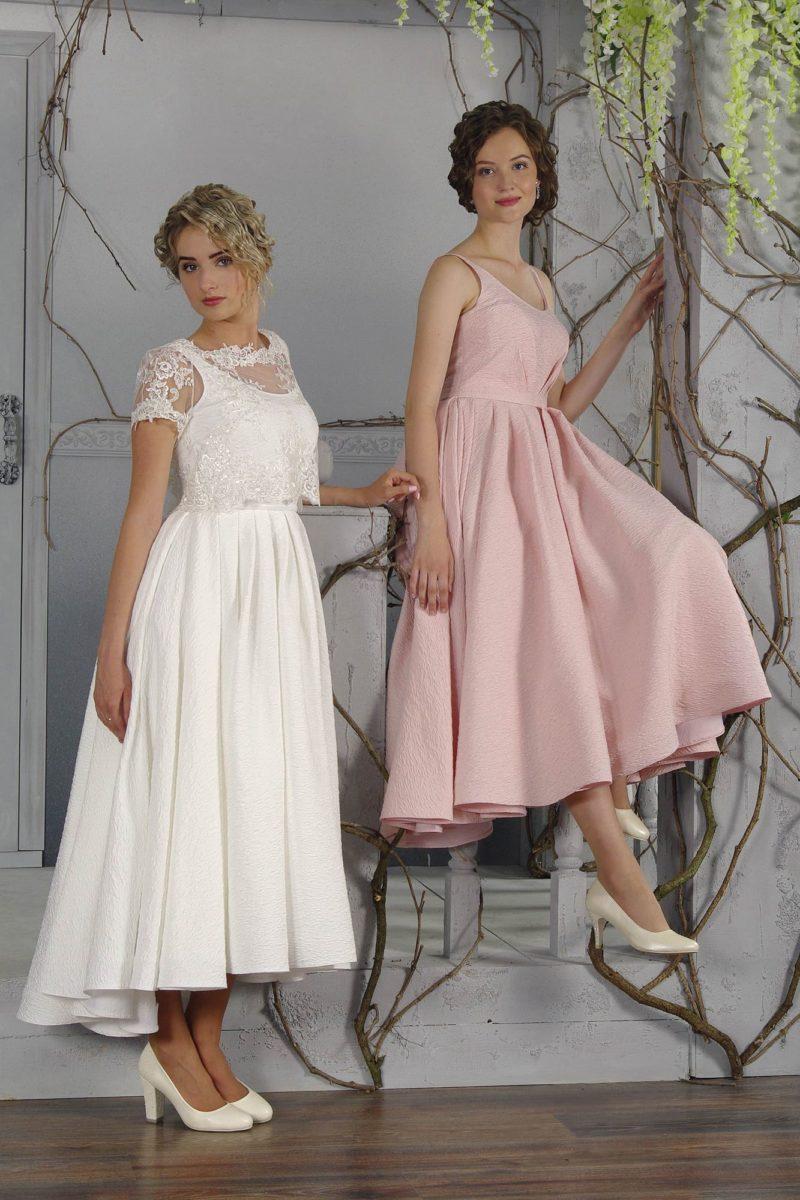 Вечернее платье длины миди с изящным полупрозрачным болеро с коротким рукавом.