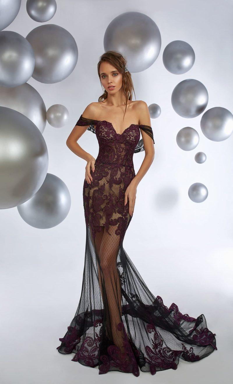 Вечернее платье с длинной полупрозрачной юбкой и роскошной отделкой.