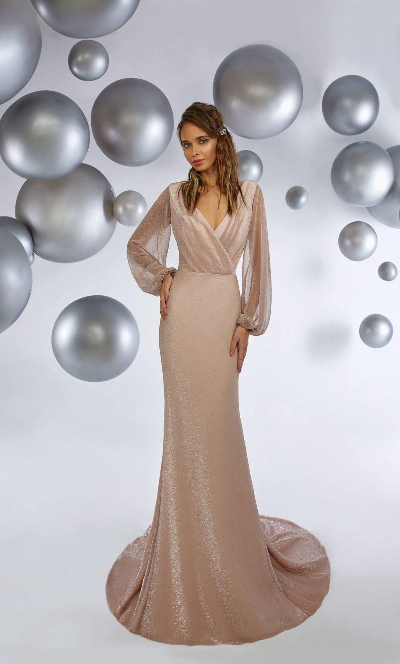 Вечернее платье прямого кроя с оригинальным рукавом и драпировками на лифе.