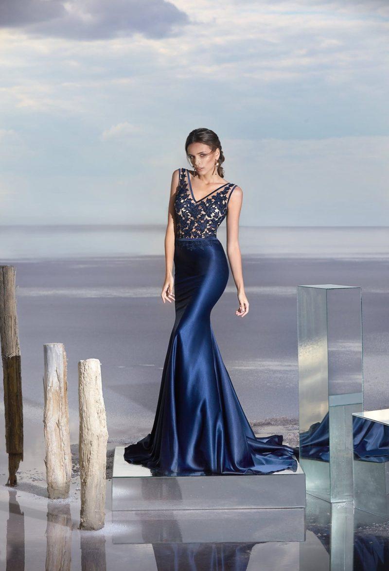 Вечернее платье «русалка» с кружевным лифом и атласной юбкой.